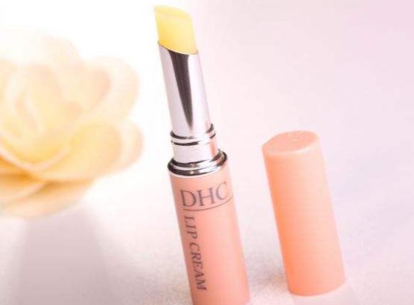 日本药妆店哪种产品值得入手?推荐几款好用的唇膏